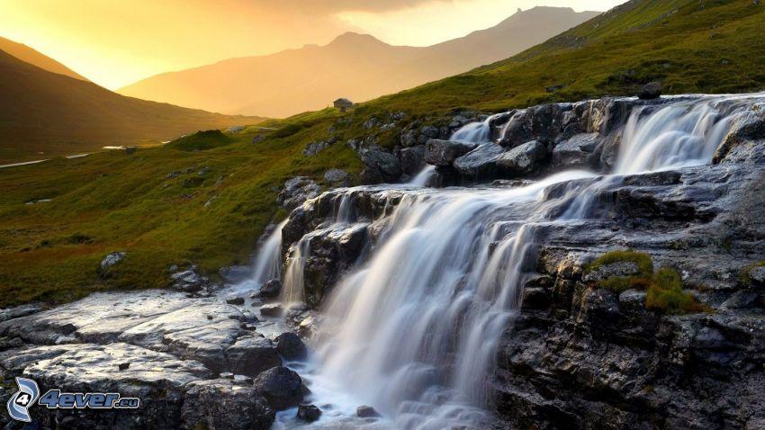 vattenfall, äng, solnedgång