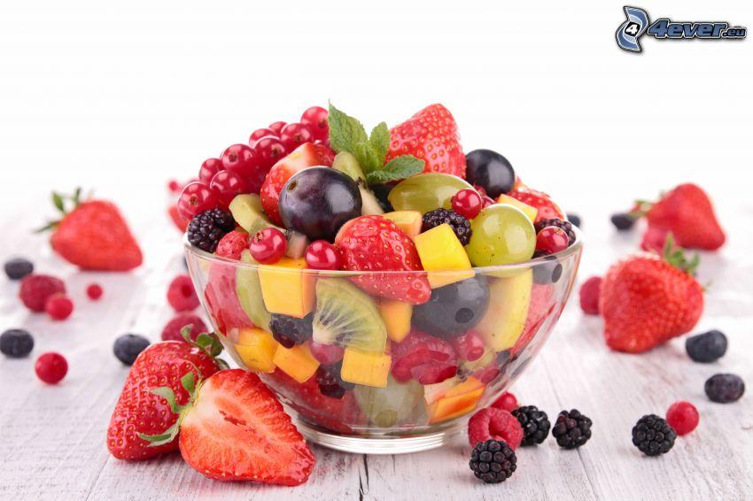 frukt, jordgubbar, björnbär, vindruvor, röda vinbär, skål
