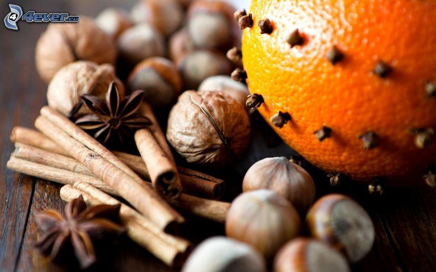kanel, valnötter, kryddnejlika, apelsin, hasselnötter