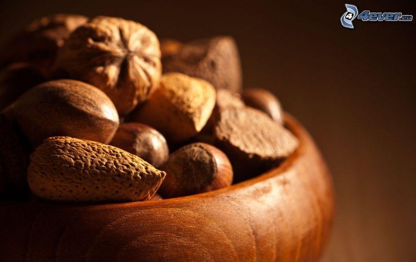 nötter, mandlar, valnötter, hasselnötter