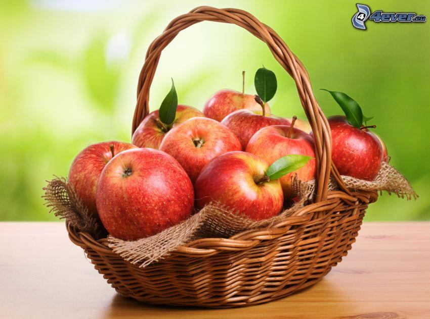 röda äpplen, korg