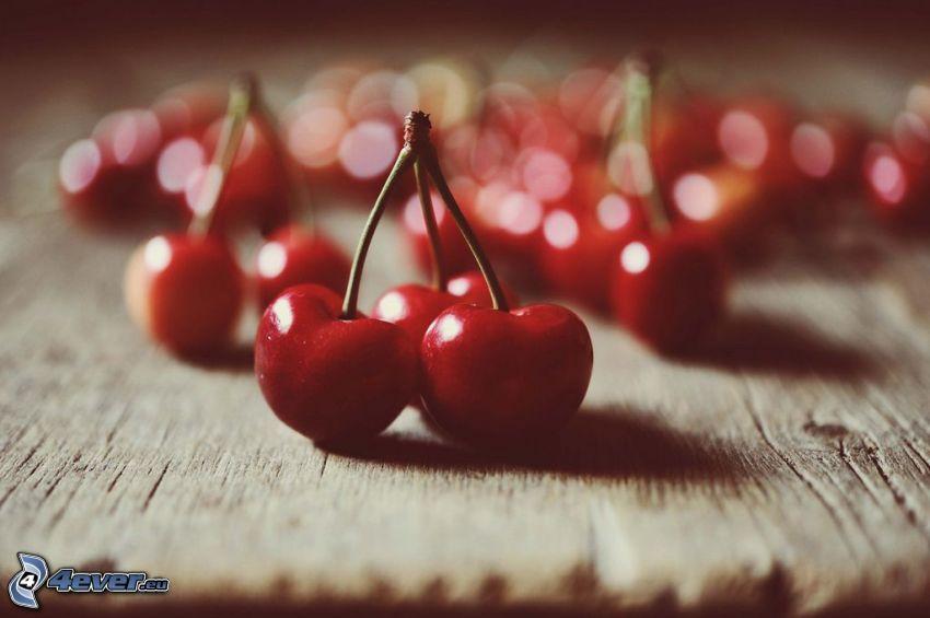 röda körsbär