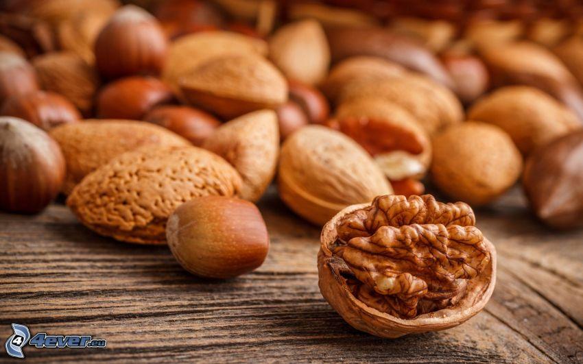 valnötter, hasselnötter, mandlar