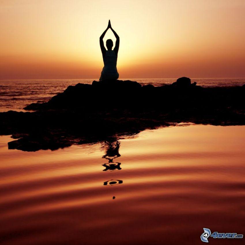 silhuett av kvinna, yoga, solnedgång över hav, öppet hav, röd himmel