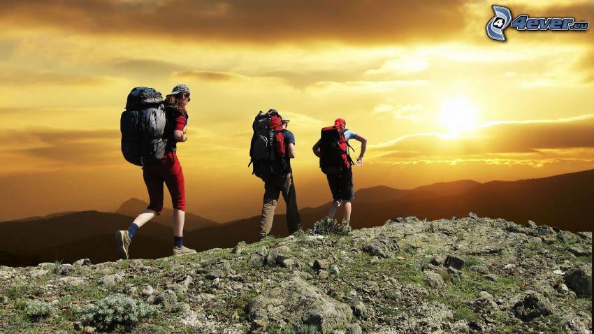 vandring, turister, gul himmel, sol