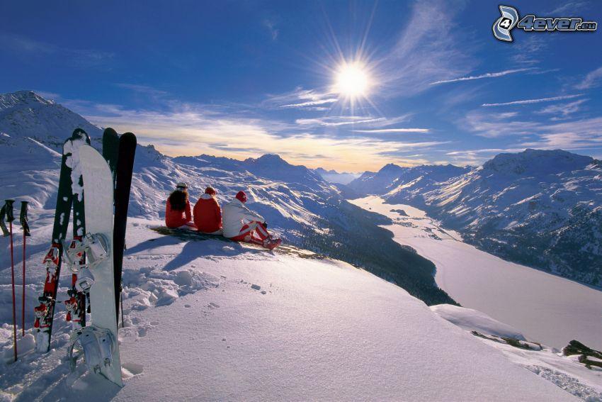 backe, skidåkare, snöigt landskap, sol