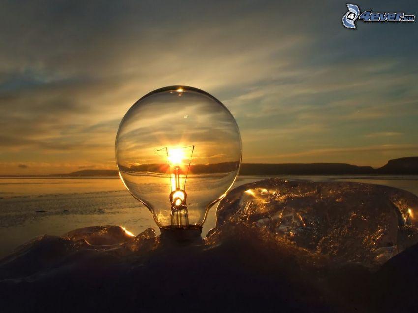 glödlampa, solnedgång vid havet, vatten