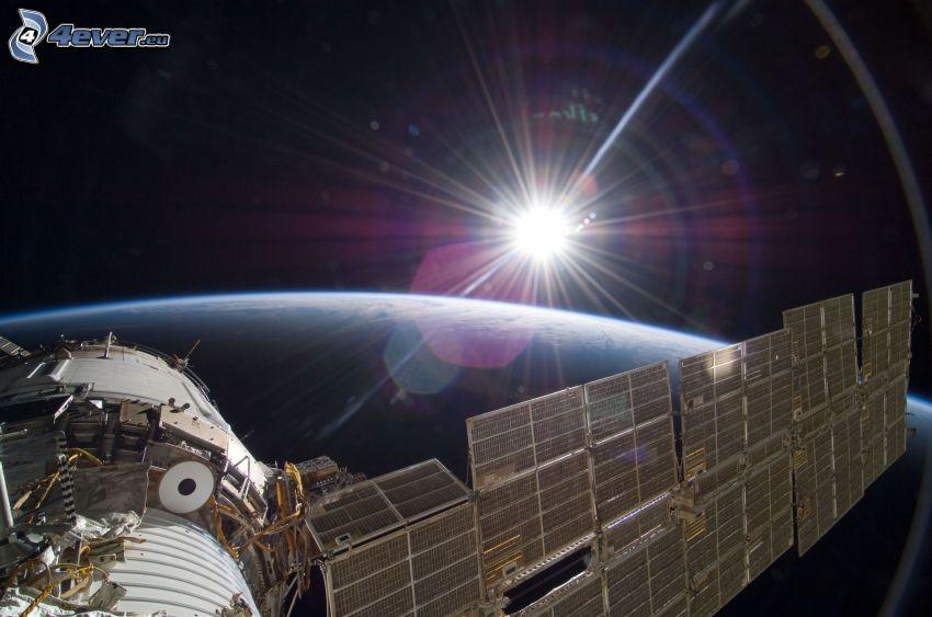 ISS ovanför jorden, sol