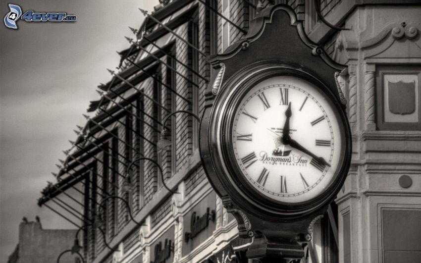 klocka, byggnad, svartvitt foto