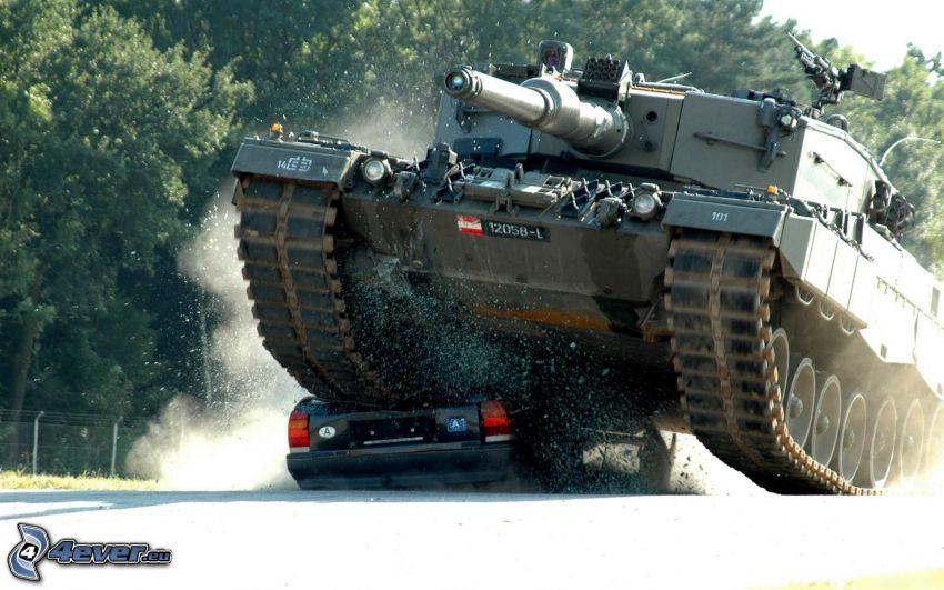 tank vs. personbil