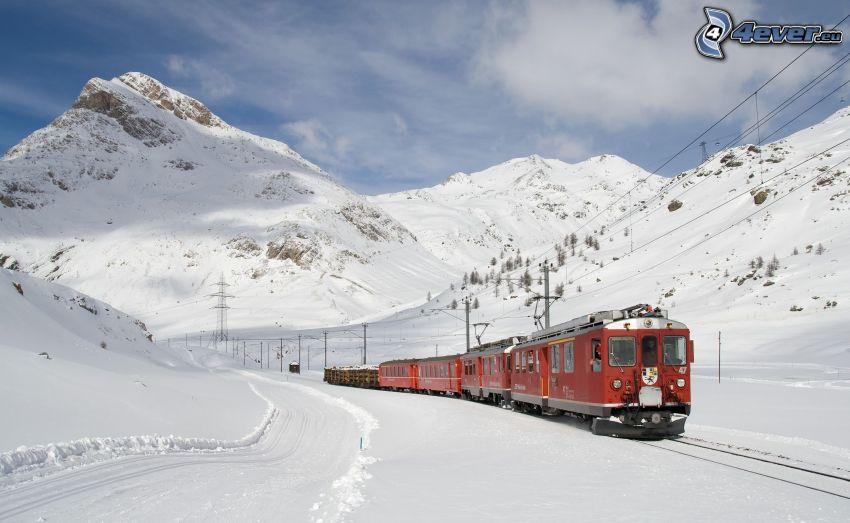 tåg, snöiga kullar