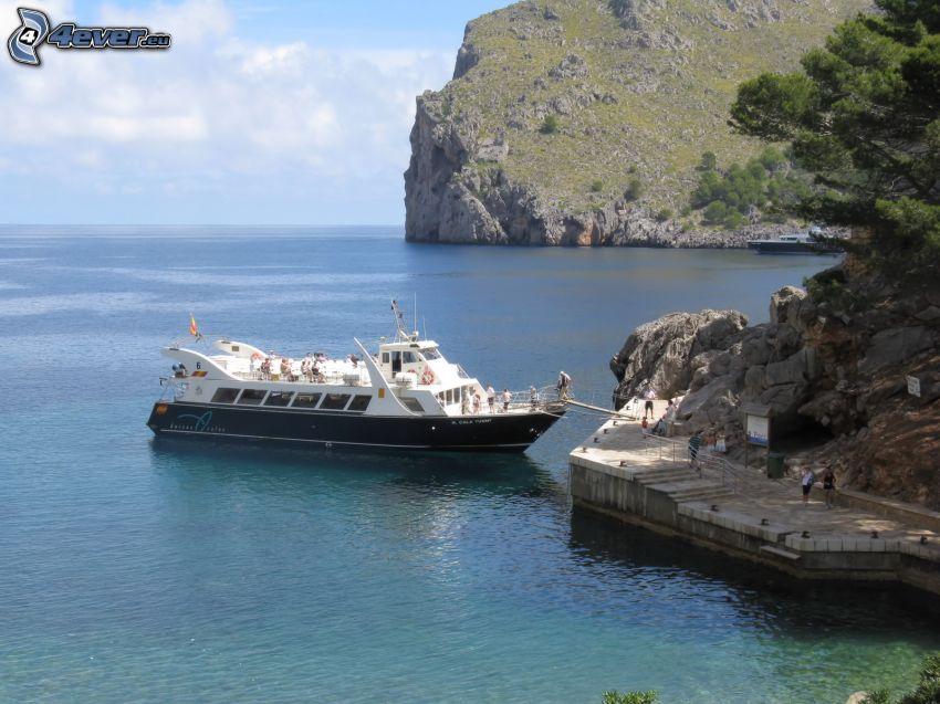 turistbåt, öppet hav, klippor