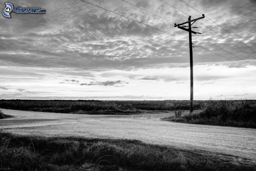 vägkorsning, väg, elledningar, moln, svartvitt foto