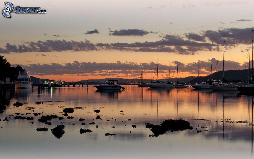 yachthamn, kvällshimmel