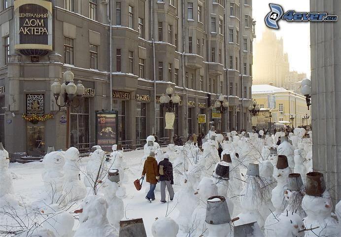snögubbar, gata, Ryssland, vinter
