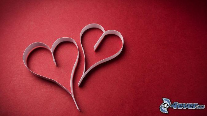 corazón de papel, fondo rojo