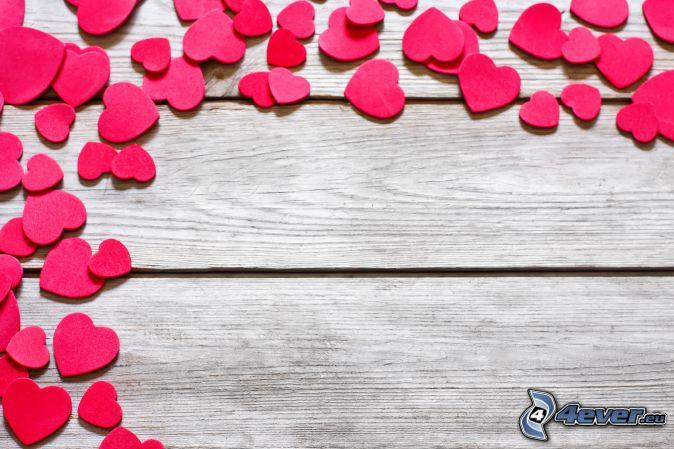 corazones rojos, madera