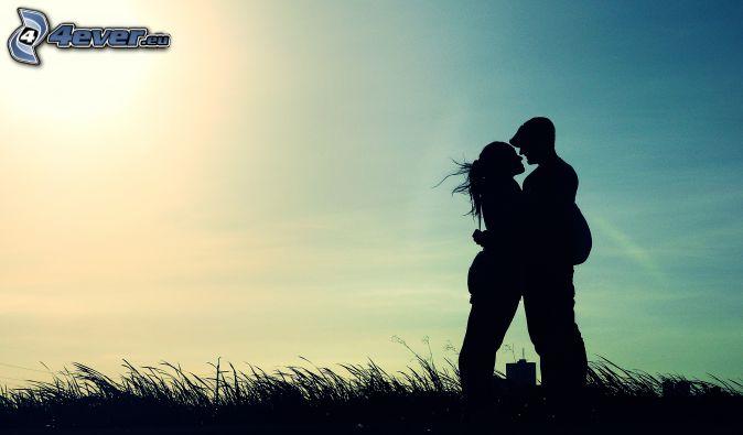 silueta de una pareja, beso