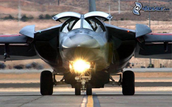 F-111 Aardvark, aeropuerto