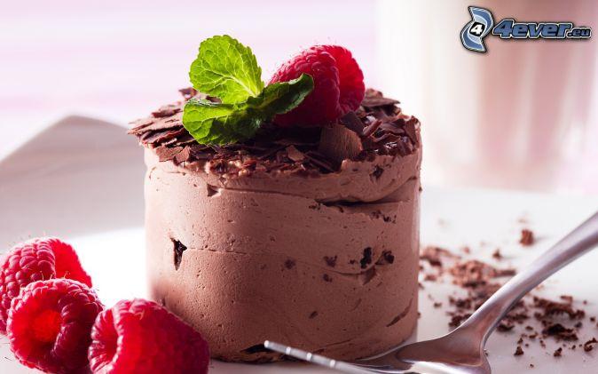 pastel de chocolate, frambuesas, menta, tenedor