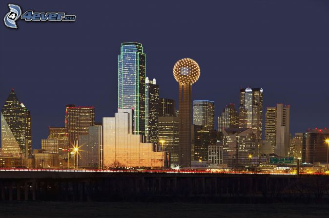 Dallas, ciudad de noche, rascacielos