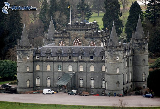 castillo Inveraray, parking, árboles
