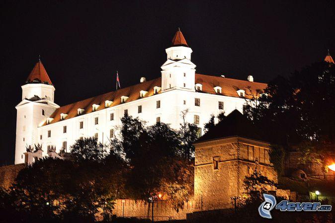 El Castillo de Bratislava, noche
