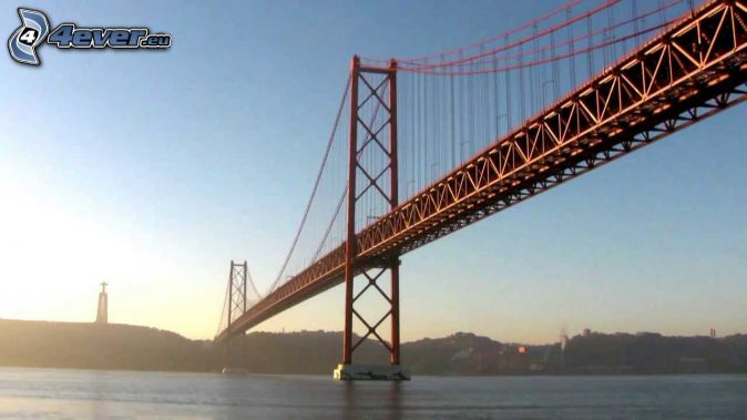 25 de Abril Bridge, cruz