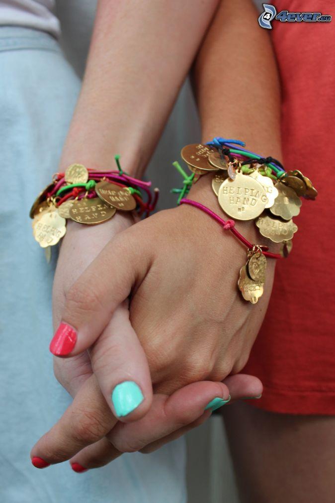 pulseras, mano de la niña, uñas pintadas