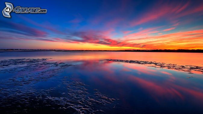 puesta de sol naranja sobre el mar, después de la puesta del sol, mar
