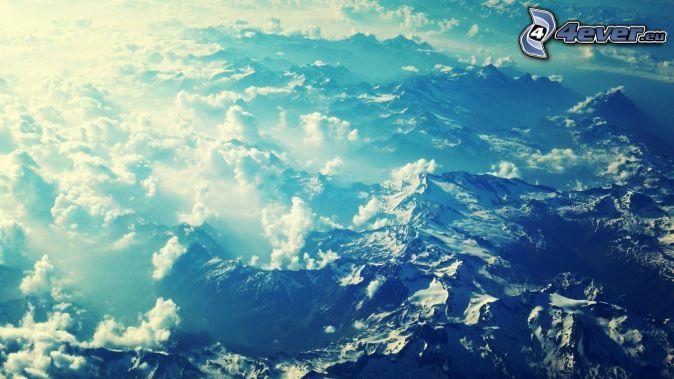 Alpes, encima de las nubes