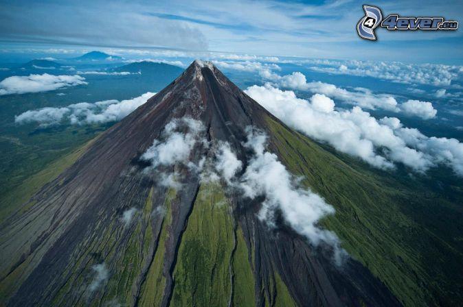 Mount Mayon, Filipinas, encima de las nubes