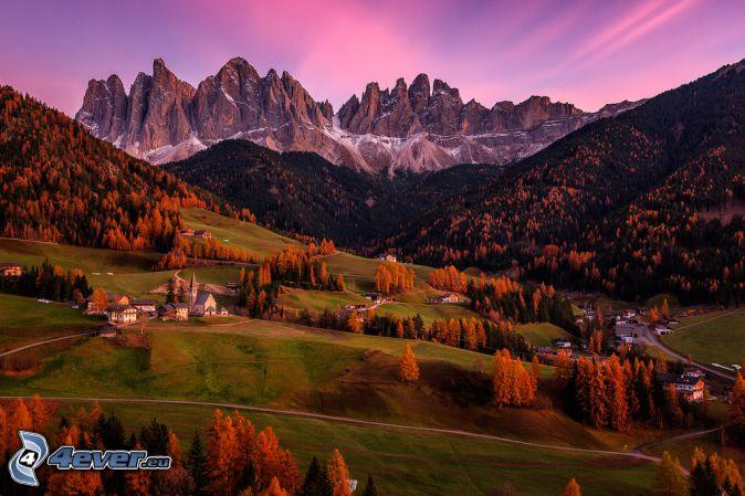 Val di Funes, aldea, valle, montaña rocosa, Italia, HDR