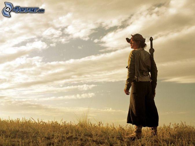 chica en el campo, mujer con una espada, nubes