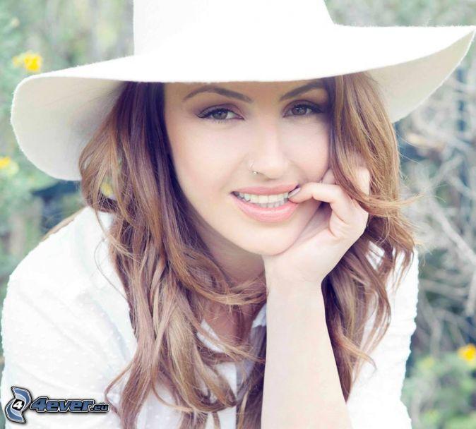 Helena Paparizou, sombrero, sonrisa