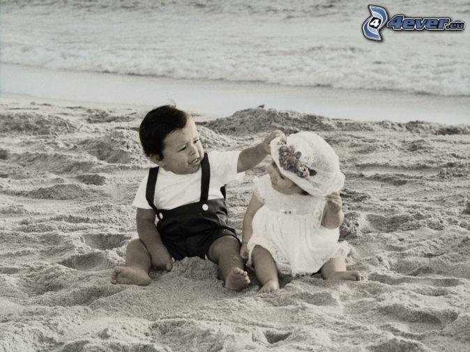 Escritura De La Mano Te Amo En La Arena Y La Playa Imagen: Niños En La Playa