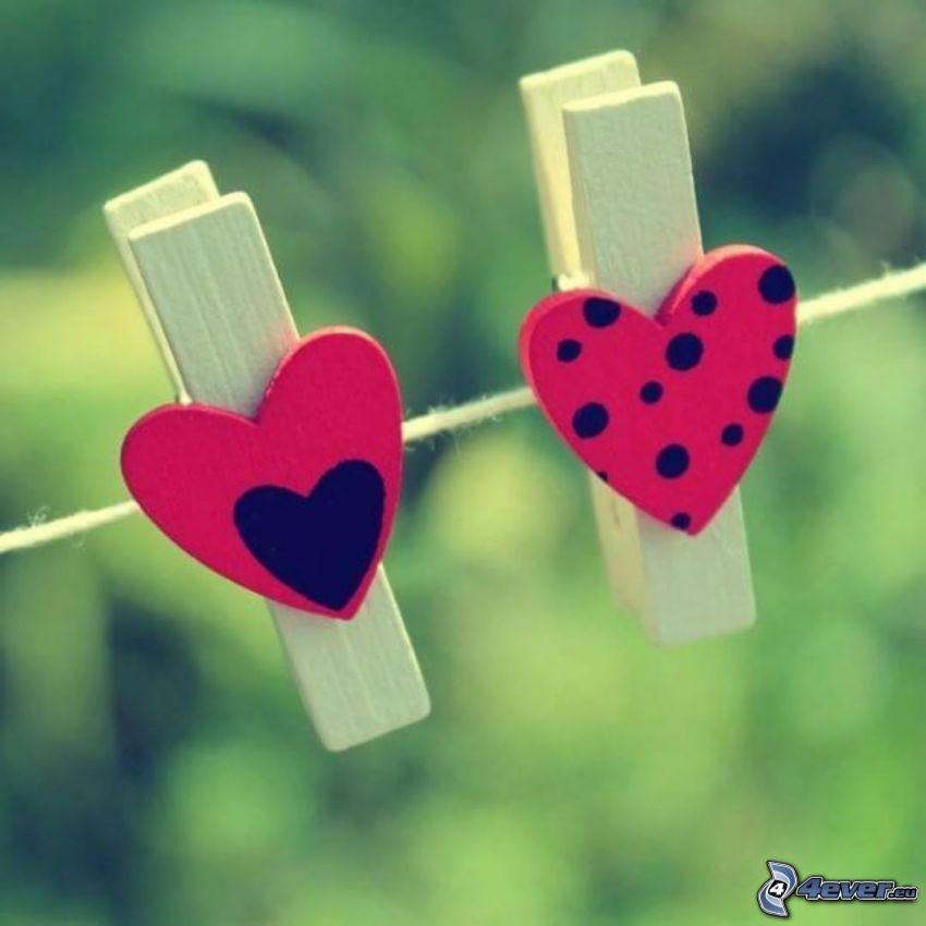 clavijas en una cuerda, corazones