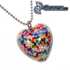 colgante con el corazón, bolas, caramelos