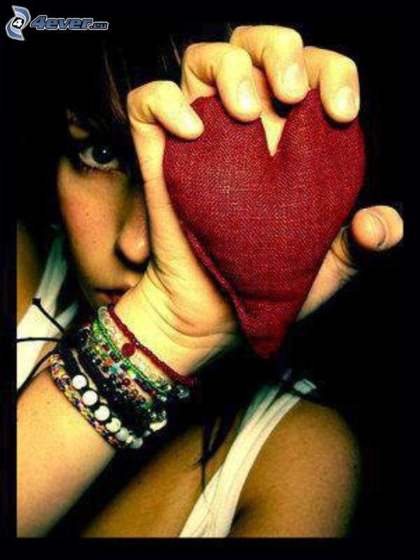 corazón de tela, mano, amor, pulseras
