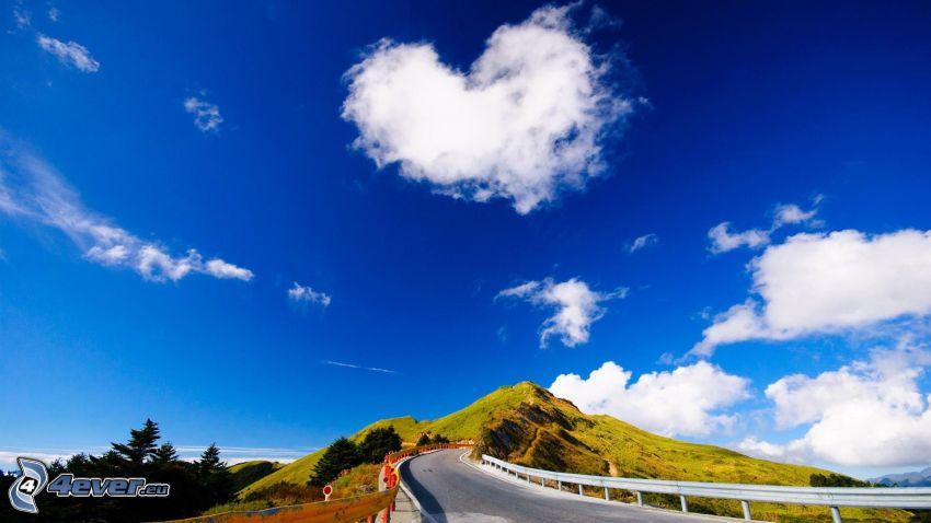 corazón en el cielo, nube, camino