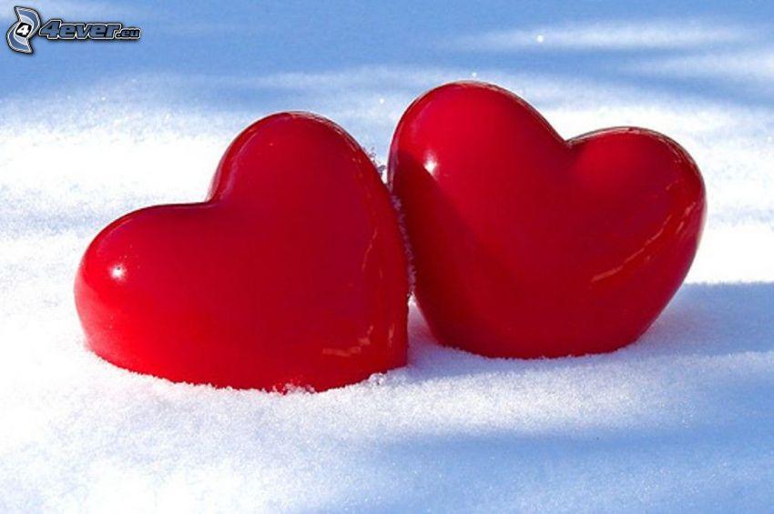 corazones rojos de San Valentín, nieve