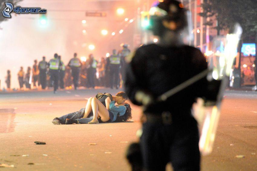 pareja, beso, manifestación