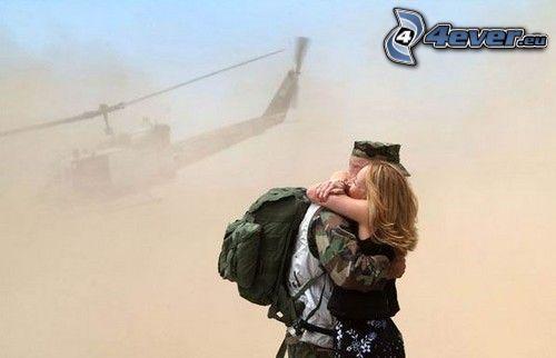 abrazo alegre, bienvenida, abrazar, soldado, amor, helicóptero
