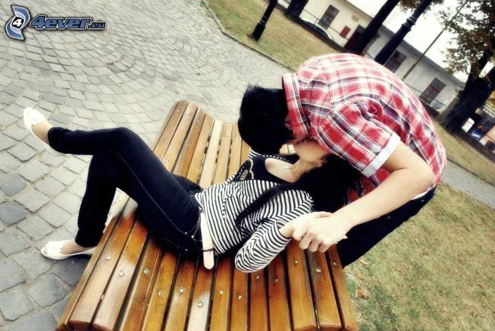 beso en un banco, parque