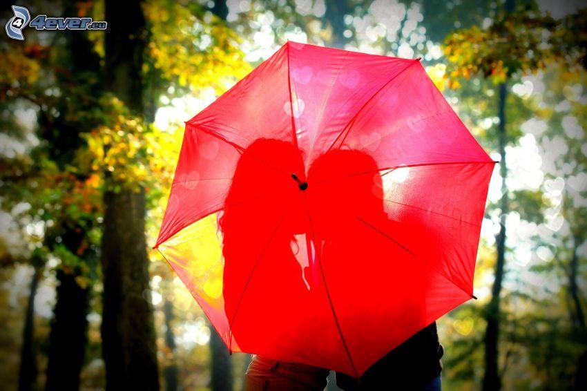 paraguas, silueta de una pareja, corazones