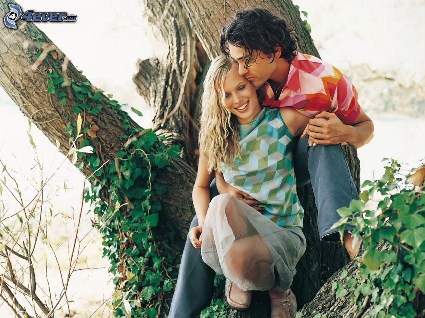 pareja, árbol, hiedra