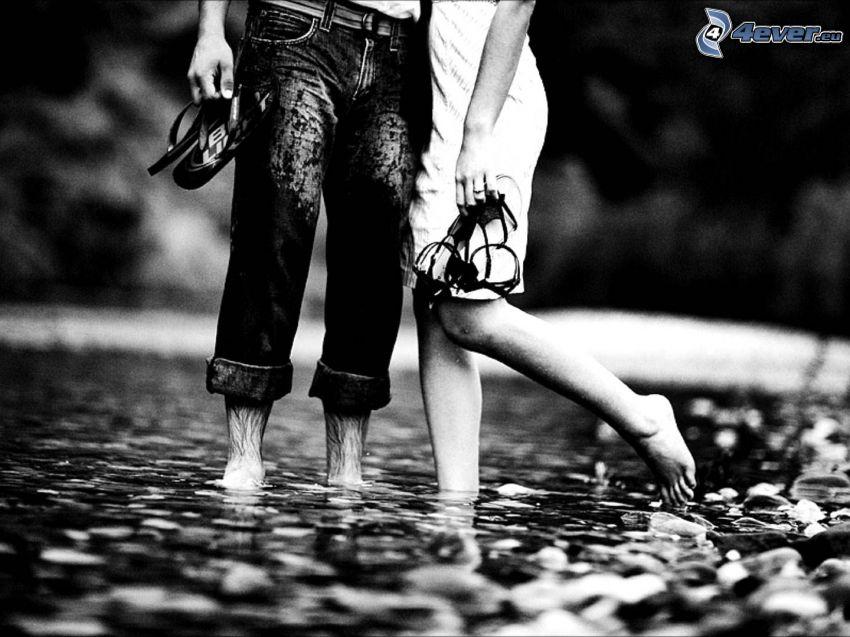 pareja, pies, riachuelo