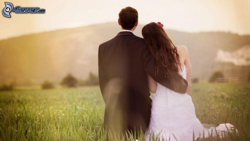 pareja de novios, abrazar
