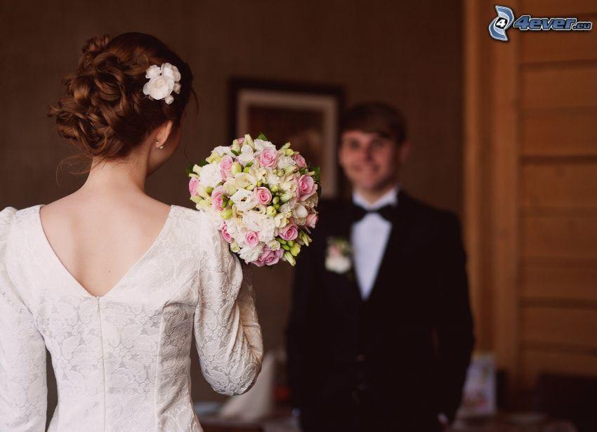 pareja de novios, ramo de la boda