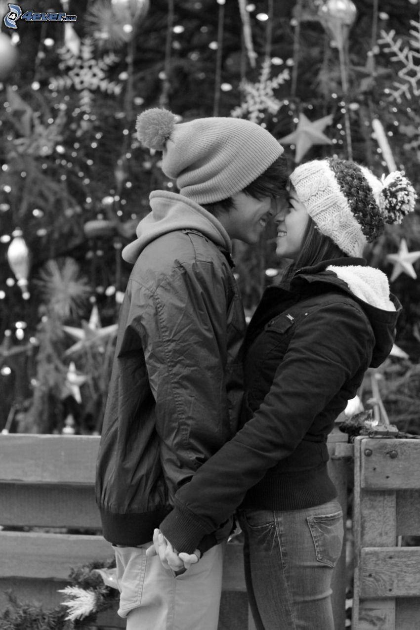 pareja en abrazo, copos de nieve
